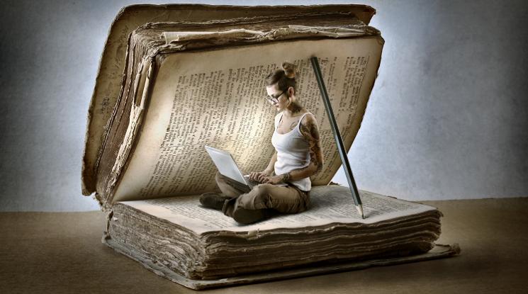 libro antico donna cultura